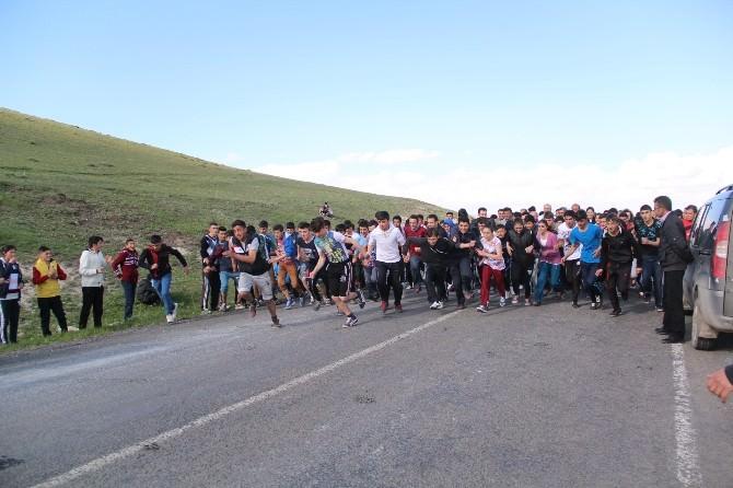 Çıldır'da Gençlik Koşusu Düzenlendi