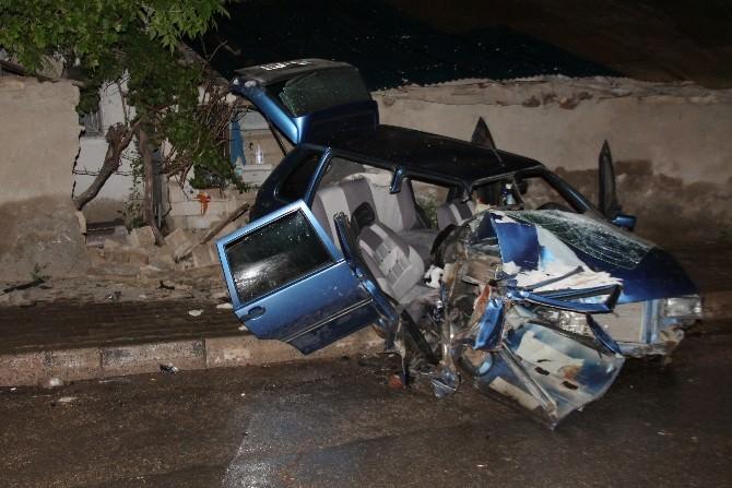 Alkollü Sürücü Önce Park Halindeki Araca Sonra Duvara Çarptı