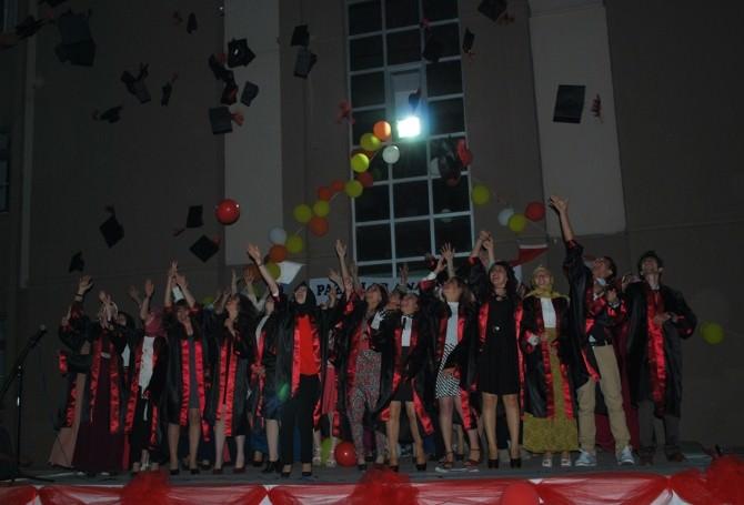 Pazarlar Anadolu Lisesinden Muhteşem Mezuniyet Töreni