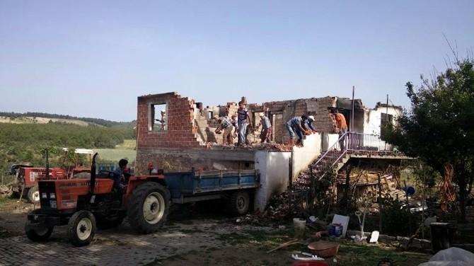 Evi Yanan Ailenin Yardımına Büyükşehir Koştu