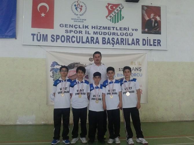 Mehmet Adil İkiz Ortaokulu Badmintonda Türkiye Grup Şampiyonu Oldu