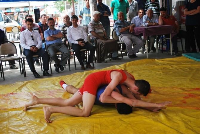 Öğrenciler Arası Güreş Turnuvası Düzenlendi