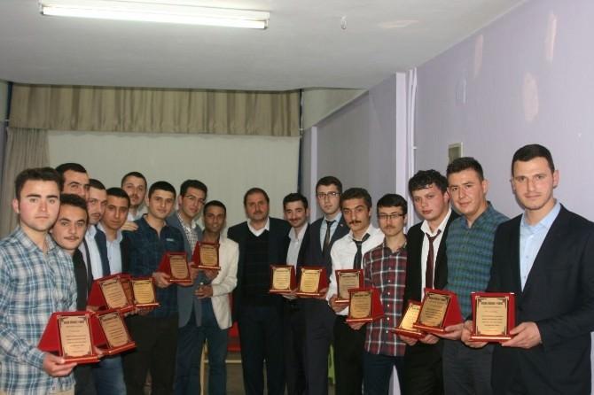 Huzur Erkek Öğrenci Yurdu'nda 19. Mezuniyet Sevinci