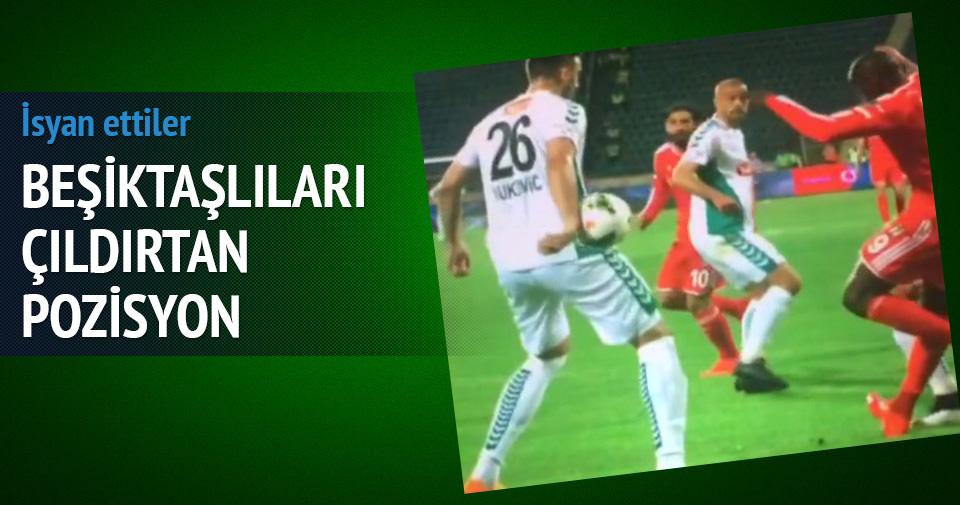 Beşiktaşlıları çıldırtan iki pozisyon!