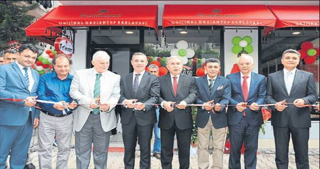 Gaziantepli Fıstıkzade'nin Adana mağazası açıldı