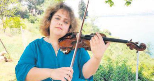 Berlin Filarmoni'de bir Türk kemancı