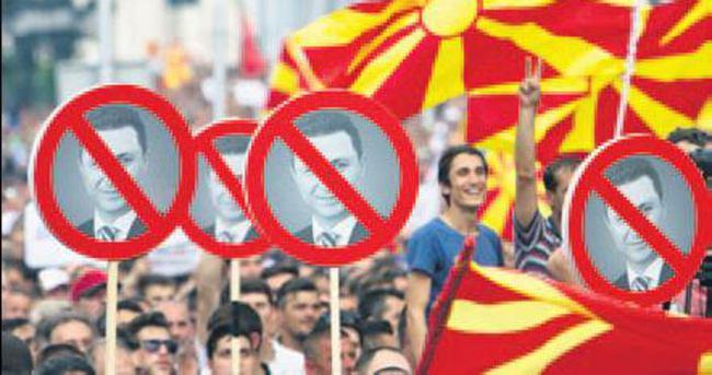 Makedonya'da muhalifler sokağa indi