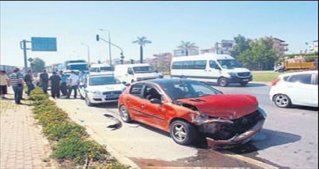 Kırmızıda durmadı 3 araç kaza yaptı