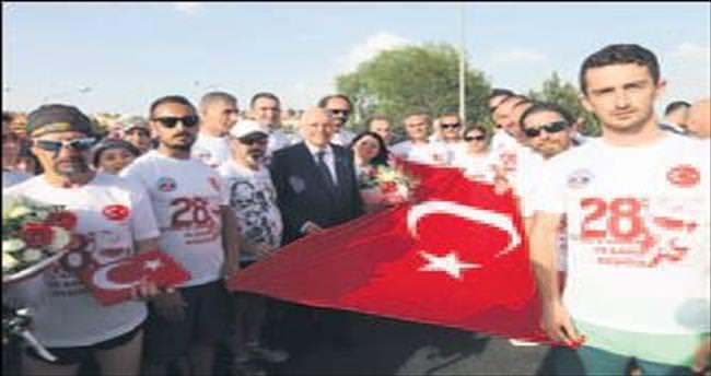 Sporcuları Başkan Yaşar karşıladı