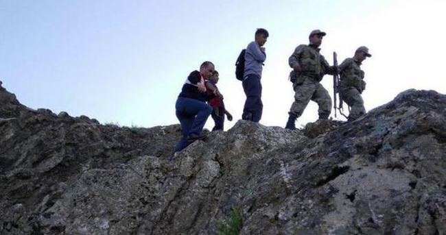 Dağda mahsur kalan iki çocuğu ekipler kurtardı