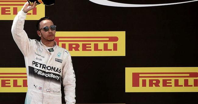 Hamilton, Mercedes ile sözleşme yeniledi