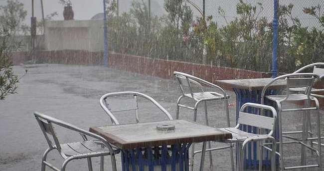 İzmir'e dolu yağdı