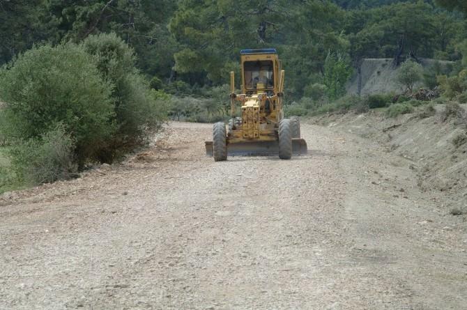 Kaş Ve Elmalı Köy Yolları Onarılıyor