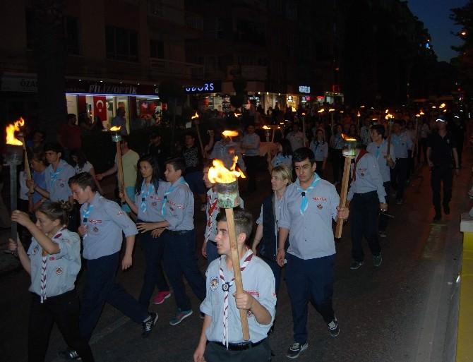 Aydın'da Gençlik Yürüyüşü Ve Fener Alayı
