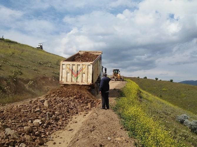 Büyükşehir Belediyesi Kale'de Yol Çalışmaları Yapıyor