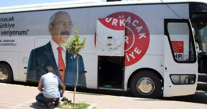 CHP Adayı Çalıkuşu'nun Seçim Ofisi Önünde Bomba Paniği