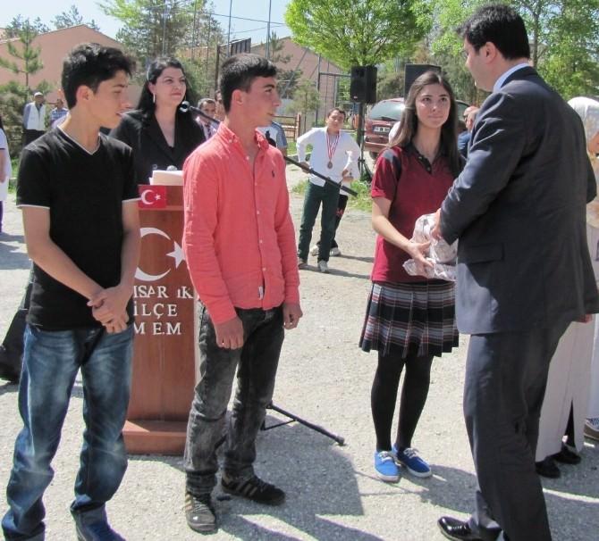 """Hisarcık Anadolu İmam Hatip Lisesinin """"İslam Ve Hayat """" Konulu Fotoğraf Yarışması"""
