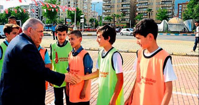 Onikişubatlı gençler sokak basketbolu oynadı