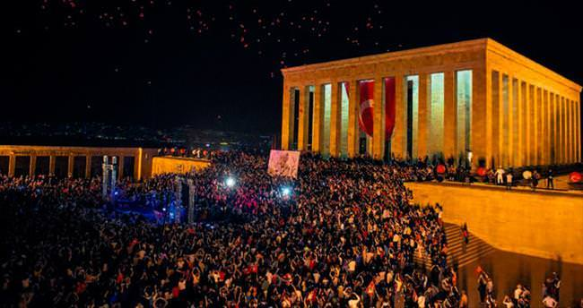 Anıtkabir'de türkülü 19 Mayıs kutlaması