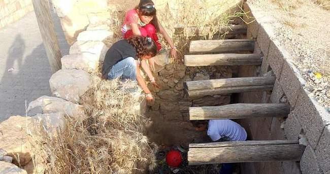 Çocuklar harabede 11 bin lira para bulundu