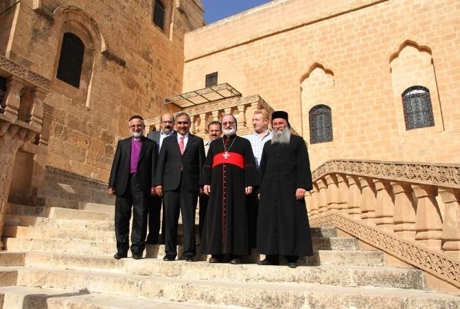 Vali Koçak'tan Deyrulzafaran Manastırı'na Ziyaret