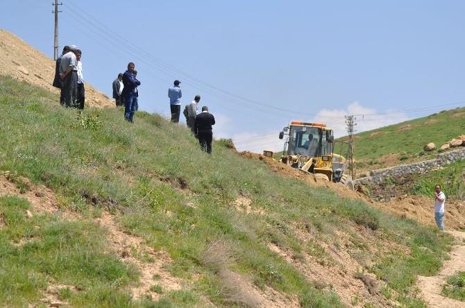 Yüksekova Belediyesi'nin Yol Yapım Çalışmaları Sürüyor