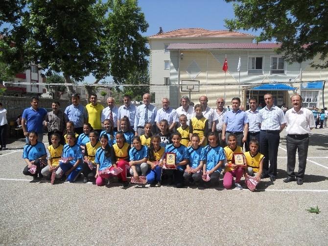 Ortaokullar Arası Voleybol Dostluk Maçı Yapıldı