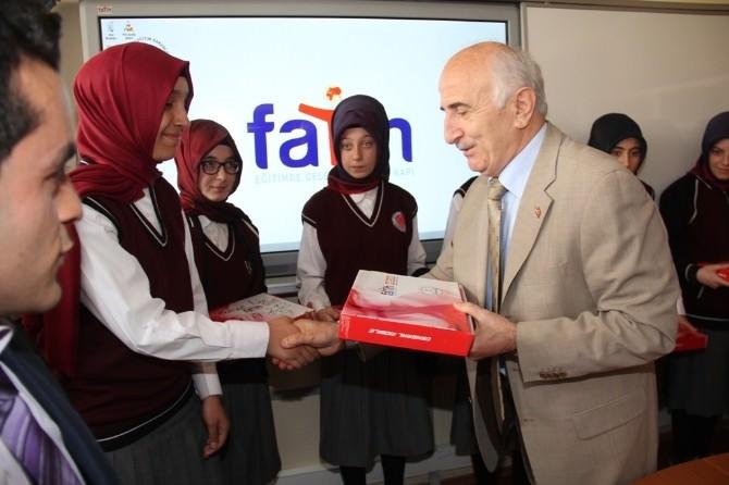 Fatih Projesi Kapsamında Öğrencilere 50 Tablet Bilgisayar Dağıtıldı