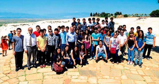 Başarılı öğrenciler Beyaz Cennet ile buluştu