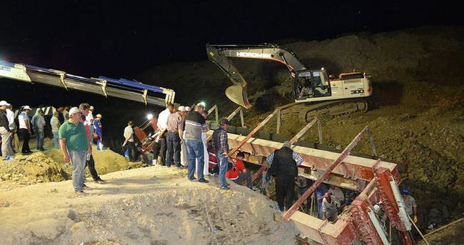 Göçük altında kalan 1 işçi kurtarılamadı