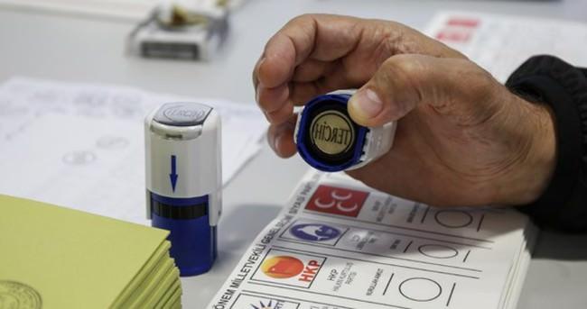 Yurtdışında 450 bin 149 Türk seçmen sandık başına gitti