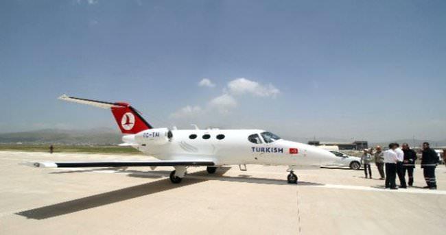 Hakkari Yüksekova'ya ilk uçak indi