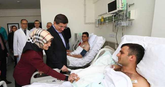 Başbakan Davutoğlu'ndan hastane ziyareti