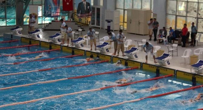 Paletli Yüzme Şampiyonası'nda Ödül Heyecanı