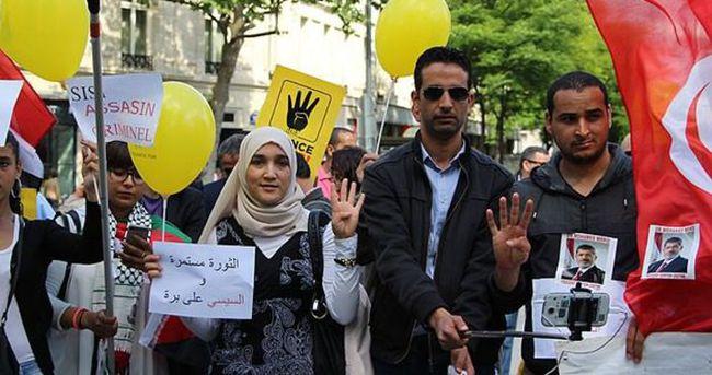 Mursi'ye idam kararı Paris'te protesto edildi