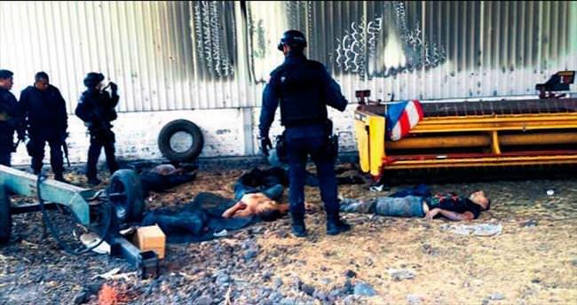 Uyuşturucu savaşında 43 ölü