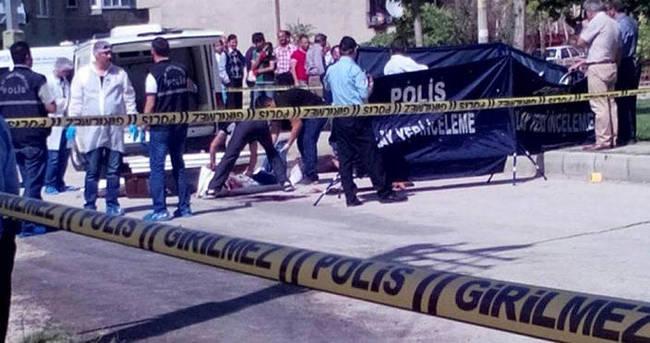 Eşini sokakta öldürüp intihar etti