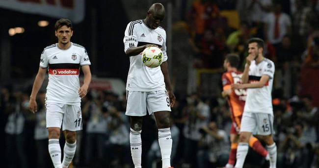 Beşiktaş derbilerde tarihe geçti