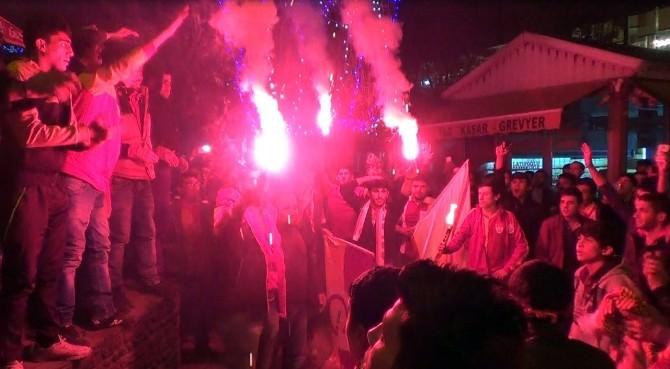 Kars'ta Galatasaraylı Taraftarlar Sokağa Döküldü