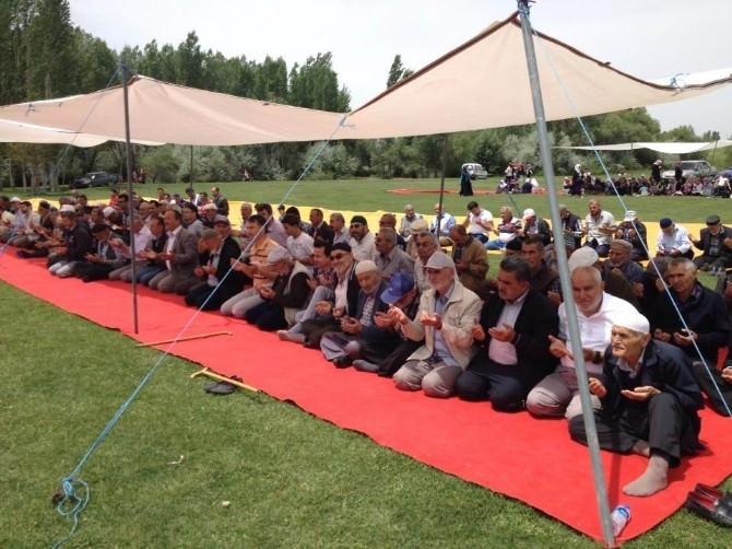 Beyşehir'de Çiftçiler Rahmet İçin Yağmur Duasına Çıktı