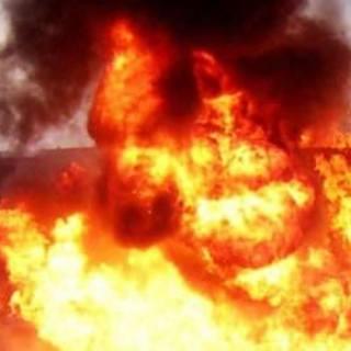 Libya'da savaş uçakları petrol tankerine saldırdı