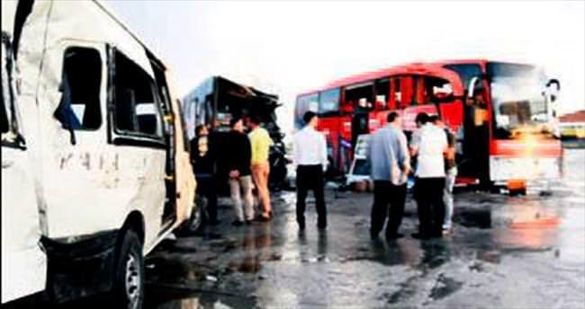 Seçim otobüsü kaza yaptı: 3 yaralı
