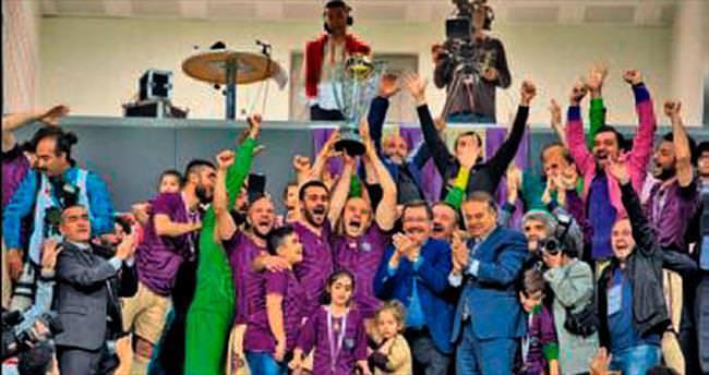 Osmanlıspor kupasını aldı