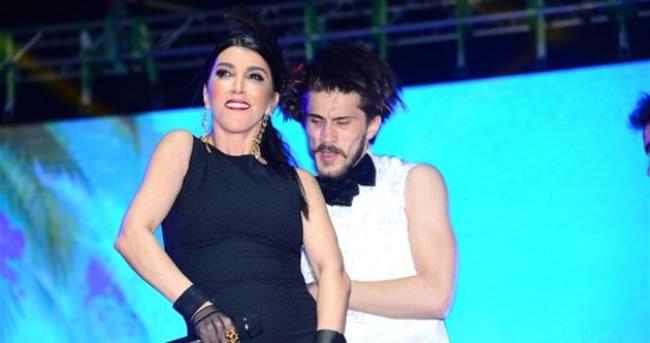 Hande Yener konserine vinçle çıktı