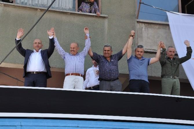 AK Parti Mitinglere Devam Ediyor