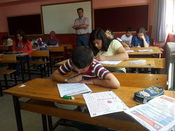 Kütahya'da 'Ödüllü Kitap Okuma Yarışması'nın Sınavı Yapıldı