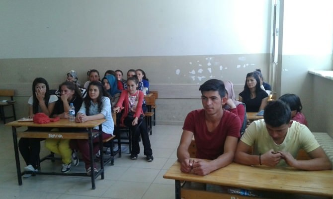 Son Sınıf Öğrencilerine Bağımlılık Semineri Verildi