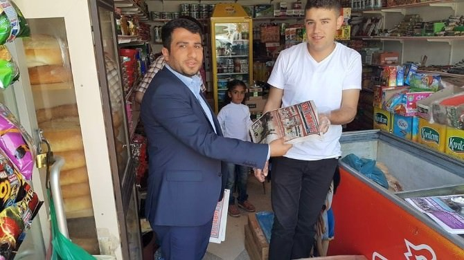 Muradiye'de 'Eski Türkiye' Gazetesi Dağıtımı
