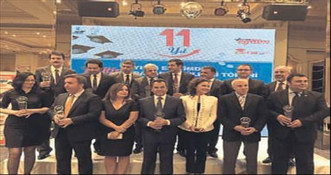 Yılın Müdürü ödülü Nuri Gülay'a verildi