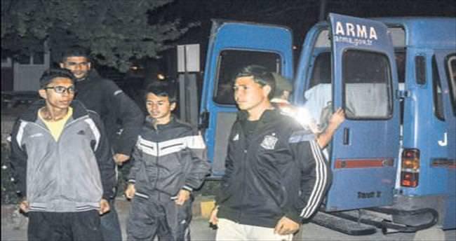 Ege'de Komşu'ya kaçan 137 göçmen yakalandı